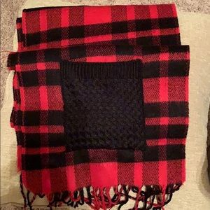 Super cute 6' scarf black & red plaid with pockets